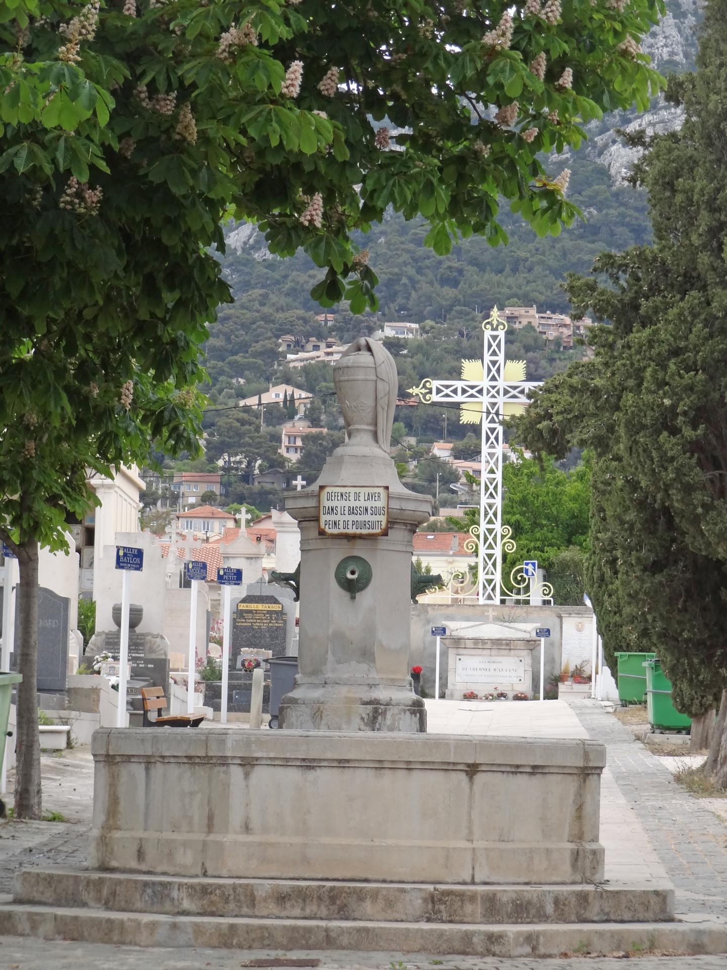 6 2 Toulon Fontaine et croix extérieure (1.3.5 cité dans le texte) - copie_l